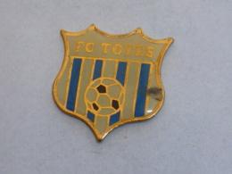 Pin's FOOTBALL, F.C. TOTES - Football