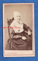 Photo Ancienne CDV Vers 1870 - PARIS - Portrait Dame Parisienne ? Coiffe à Identifier - Photographe Collard Folklore - Photos