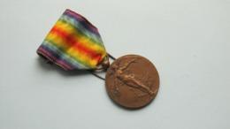 La GRANDE GUERRE Pou La CIVILISATION * De GROOTE OORLOG Tot De BESCHAVING / Médaille ( Te Indentificeren +/- 20 Gr. ) ! - Belgium