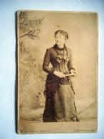 PHOTO GRAND CDV 19 EME  FEMME ELEGANTE  Cabinet LAURENT   A CONTREXEVILLE - Anciennes (Av. 1900)