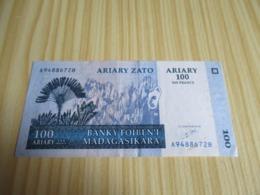 Madagascar.Billet 100 Ariary - 500 Francs 2004. - Madagascar