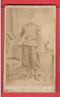 PHOTOGRAPHIE CDV SOLDAT 1870 1871 PHOTOGRAPHE PAUL 236 RUE DU FAUBOURG SAINT MARTIN A PARIS 75010 - Oorlog, Militair