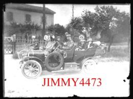 Plaque De Verre - Une Vieille Automobile, Son Chauffeur Et Les Passagers, à Identifier - Taille 88 X 118 Mlls - Plaques De Verre