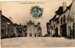 CPA St-JULIEN-de-Vouvantes - Rue Principale (242482) - Saint Julien De Vouvantes
