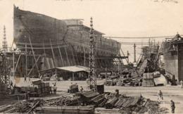 83 LA SEYNE SUR MER FORGES ET CHANTIERS NAVIRE EN CONSTRUCTION LE MALOU BELLE ANIMATION CLICHE UNIQUE - La Seyne-sur-Mer