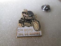 PIN'S   POLICE  VAL DE MARNE   Zamak  COURTOIS - Police