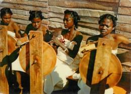 MADAGASCAR - Fileuses - PUBLICITE AMORA - Madagascar