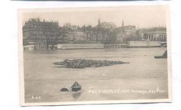 Paris, Paris Inondé 1910 ,  Passage D' épaves  (Parijs)  (2 X Scan) (Carte Photo)  (Real Photo PostCard) - De Overstroming Van 1910