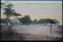 Tahiti Postcard. 40. Village De Borabora. Ile De Borabora. (Iles-sous-le-vent) - Tahiti