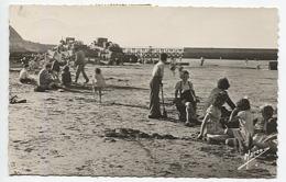 X122314 WW 2 WW II CALVADOS NORMANDIE PORT EN BESSIN LES EPAVES ALLEMANDES RESTEES SUR LA PLAGE APRES LE DEBARQUEMENT - Port-en-Bessin-Huppain