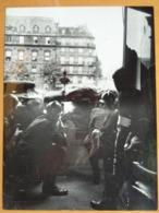 TIRS A L'ABRI D'UNE BARRICADE LIBERATION DE PARIS GUERRE WW2 PHOTO DE PRESSE 24 X 18 Cm PHOTO PRESSE LIBERATION - Guerre, Militaire