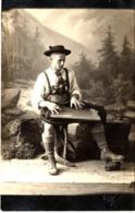 Studiofoto Porträt - Mann In Tracht Beim Zither Spielen Ca 1920 Bayern Rosenheim - Fotografie