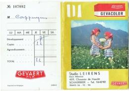 Ancienne Pochette Photo, Gevaert/Gevacolor. Studio Leirens, Schaerbeek. Enfants Et Fleurs. - Matériel & Accessoires