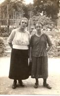 2 Frauen Vor Dem Garten Ca 1940 - Paare