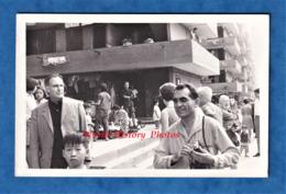 CPA Photo - HONG KONG - Visite Dans La Ville - Asie Asia Chine China Homme Garçon Enfant - Chine (Hong Kong)