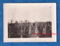 Photo Ancienne D'un Soldat Allemand - Cimetière à Situer - BOUCONVILLE ? VAUCLAIR ? Chemin Des Dames ? - Poilu Musulman - Guerra, Militares
