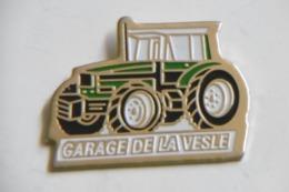"""Pin's - Agriculture - Engin Agricole Tracteur """"Garage De LA VESLE"""" COUTISOLS 51 MARNE - Pins"""