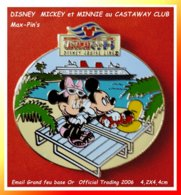 "SUPER MAX PIN'S ""DISNEY"" :MICKEY Et MINNIE Au ""CASTAWA CLUB""en Vacances, émail Grand Feu Base Or,Traiding 2006 4,2X4,4cm - Disney"