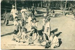 ALGERIE - UN GROUPE DE BISKRIS POSTAL CPA CIRCA 1910's NOT CIRCULATED. -LILHU - Kinderen