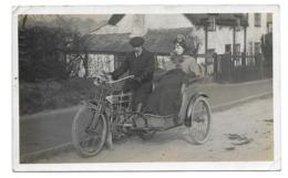 MOTO...Carte Postale Photo Ancienne MOTO Avec SIDECAR En Osier...2 Scans - Motorbikes