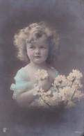 Portrait Jeune Fille Avec Bouquet De Fleurs N° 2262/5 Circulée En 1910 Voir Verso - Portraits