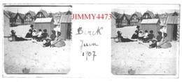 Plaque De Verre En Stéréo - Berck 62 Pas De Calais - Les Cabines La Plage Bien Animée 21 Juin 1907  Taille 43 X 107 Mlls - Plaques De Verre