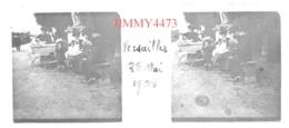 Plaque De Verre En Stéréo - Versailles 78 Yvelines - Rue Bien Animée Le 28 Mai 1908 - Taille 43 X 107 Mlls - Plaques De Verre