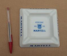 Objet Publicitaire 007, Cendrier Cognac Martell En Opaline, Bon état, Frais De Port Au Tarif De La Poste - Ashtrays