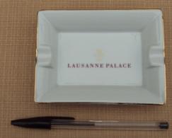Objet Publicitaire 015, Cendrier Vide-Poche Lausanne Palace Par GDA Fance Porcelaine De Limoges, Bon état, Frais De Port - Ashtrays
