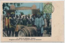 Cpa Afrique Dahomey Cotonou Piroguiers Amenant Leur Chargement Dans Une Factorerie - Dahomey