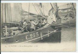 Le Havre-Sur Un Bateau -pêcheur - Port
