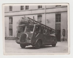 BB159 - Photo Ancienne D'un Camion De Pompiers - Caserne - Pompier - Soldat Du Feu - Professions