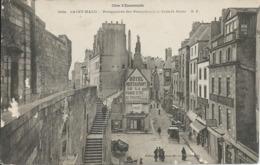 Saint-Malo (35) - Perspective Des Remparts à La Grande Porte - Saint Malo