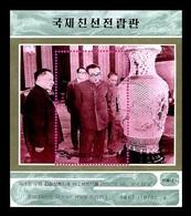 North Korea 1998 Mih. 4020 (Bl.390) Kim Il Sung Receiving A Gift From Comrade Deng Xiaoping MNH ** - Corée Du Nord