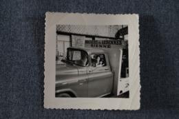 Original,ancienne Photo,Brasserie Des Ardennes,Rienne,Ford Chevrolet,70 Mm. Sur 70 Mm. - Cars