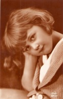 """ A Pretty Little Girl"" Nice Vintage German Postcard - Retratos"