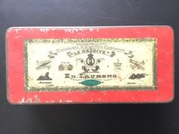 Boîte Métallique Ancienne Vide De Cigarettes égyptiennes Le Khédive Ed Laurens - Around Cigarettes