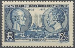 Centenaire De La Photographie. Niepce (1765-1833), Daguerre (1787-1851) Et  François Arago. 2f.25 Bleu Neuf Luxe ** Y427 - Nuovi