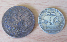 Portugal - 2 Monnaies : XX Reis 1883 Et 5 Escudos 1942 En Argent 650 - Portugal