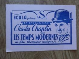 BUVARD SCALA PRESENTE EN EXCLUSIVITE CHARLES CHAPLIN DANS LES TEMPS MODERNES - Buvards, Protège-cahiers Illustrés