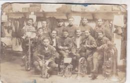 CARTE PHOTO SOLDATS A IDENTIFIER / FANFARE - Regiments