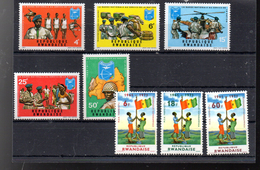 RWANDA 438/442 + 461/463** SUR LA GARDE NATIONALE  ET LE 10E ANNIVERSAIRE DE LA REPUBLIQUE - Rwanda