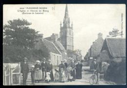 Cpa Du 22 Pleumeur Bodou L' église Et L' Entrée Du Bourg  Environs De Lannion  LZ48 - Pleumeur-Bodou