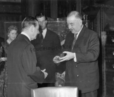 75- PARIS- MADALE FIRESTONE-HARVEY FIRESTONE-GERARD SOUHAMI-PRESIDENT CONSEIL MUNICIPAL DE PARIS - Berühmtheiten