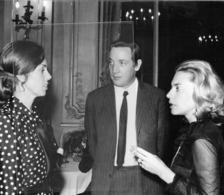 75- PARIS- M. ET MME ALAIN DE GAULLE S' ENTRETENAT AVEC MME GERARD SOUHAMI - Berühmtheiten