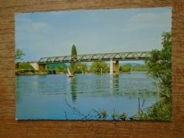Gargenville , Voilier Sur La Seine - Gargenville