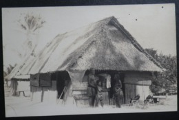 Ocean Island Real Photo Postcard.  Unititled. Man, Woman & Young Native Boy With Birds Outside Hut - Sonstige