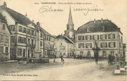 - Haut Rhin -ref-A654- Dannemarie - Place Des Halles Et Palais De Justice - Apothèke - Pharmacie - Carte Bon Etat - - Dannemarie