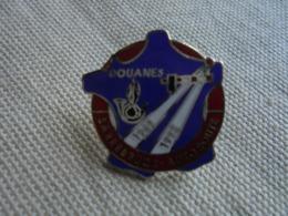 Ancien PIN'S Publicitaire DOUANES Sarrebruck-Autoroute 69/92 Marqué PENN Année 92 - Administrations