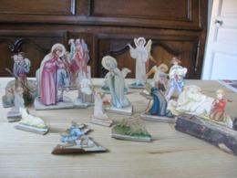 Personnages X 8 - Anges X 4- Animaux X4 Enfant Jésus - Découpés Dans Du Carton Lanterne En Métal Léger Fontaine En Bois - Crèches De Noël